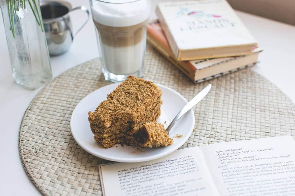 foodiesfeed.com_traditional-czech-honey-cake-caffee-latte-1_image